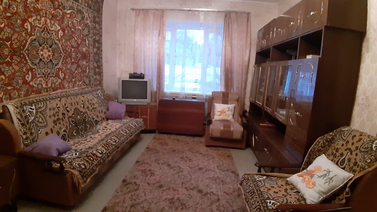 Большая Комната. Зал. Продам/Сдам, 3-х комнатная квартира Кондрово Комсомольская дом 19 - 1 100 000 ₽. 8-920-885-8888