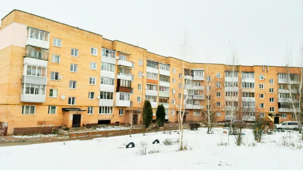 Срочно продам 3 комнатную квартиру на 2 этаже в Товарково Строителей 6 - 2 100 000